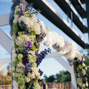 ceremony backdrop in elegant downtown Denver wedding from Aisle Perfect