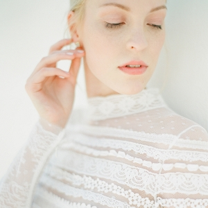 Natural makeup with a soft coral lip