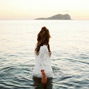Dipping into the sea for your bridal portraits!