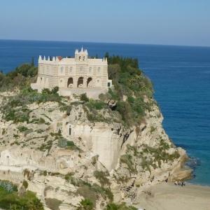 Honeymoon Travel Guide to Tropea, Italy