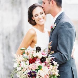 Bridal Kisses and a Lush Botanical Bouquet