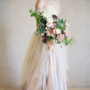 Earthy and Romantic Bridal Style with a Loose Garden Bouquet