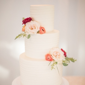mikkel-paige-photography-white-three-tier-wedding-cake