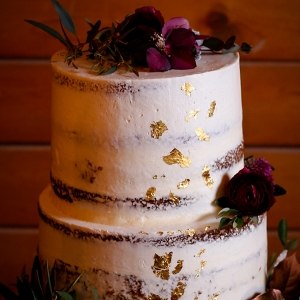 dusted-gold-flecked-wedding-cake