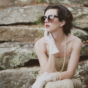 Vintage bridal style with sunglasses