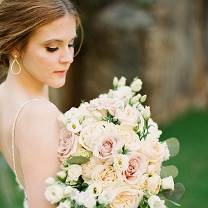Natural makeup and pretty romantic rose bouquet