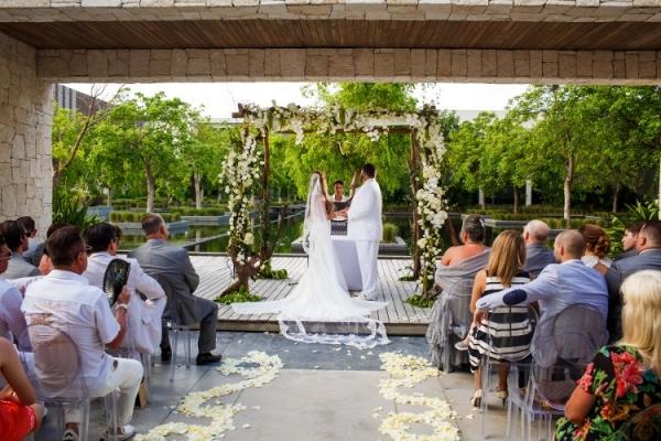 Elegant Cancun wedding ceremony