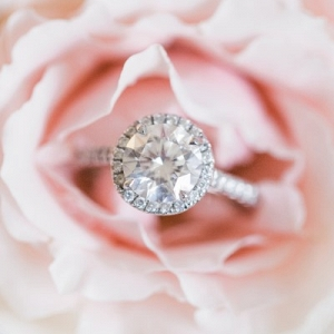 Round halo engagement ring