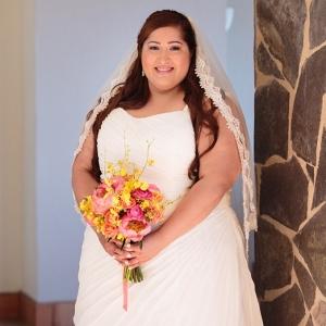 plus size bride, bouquet, destination wedding, los cabos
