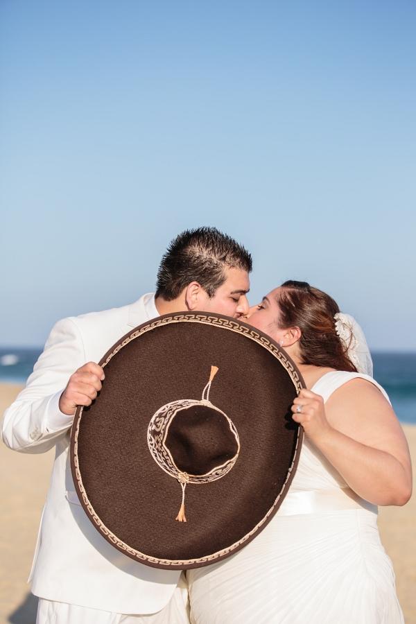 plus size bride, destination wedding, plus size bride and groom kissing, sombrero