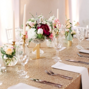 Gold & glitter tablescape with romantic floral centrepiece
