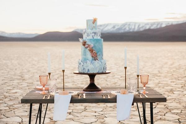 Geology-inspired wedding cake