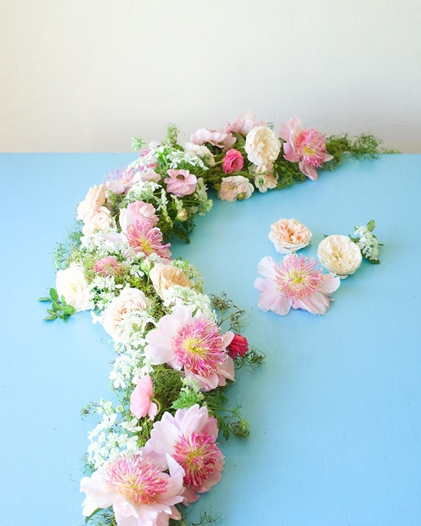 A DIY floral garland tutorial from Tulipina