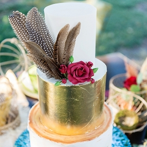 Feather on gold wedding cake
