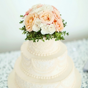 Romantic little wedding cake with flowers