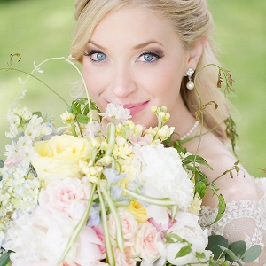 Blonde bride with pastel bouquet