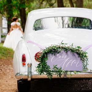 Vintage getaway car with wedding sign