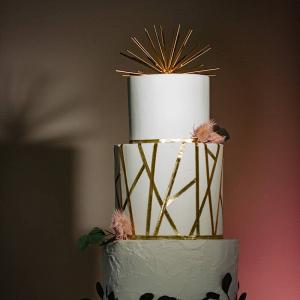 Geometric detail wedding cake