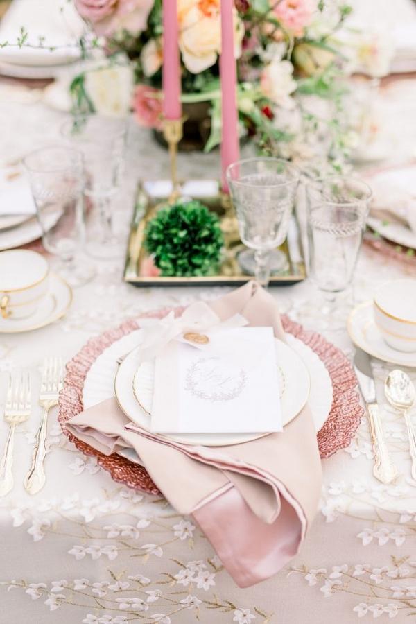 Romantic pink wedding table