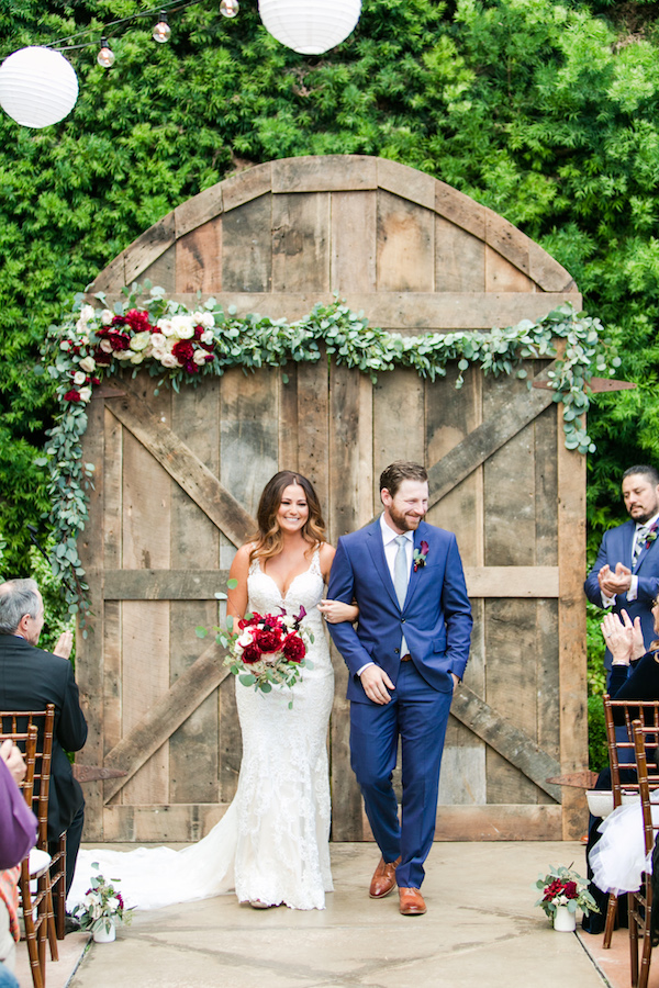 Garden ceremony on Aisle Perfect