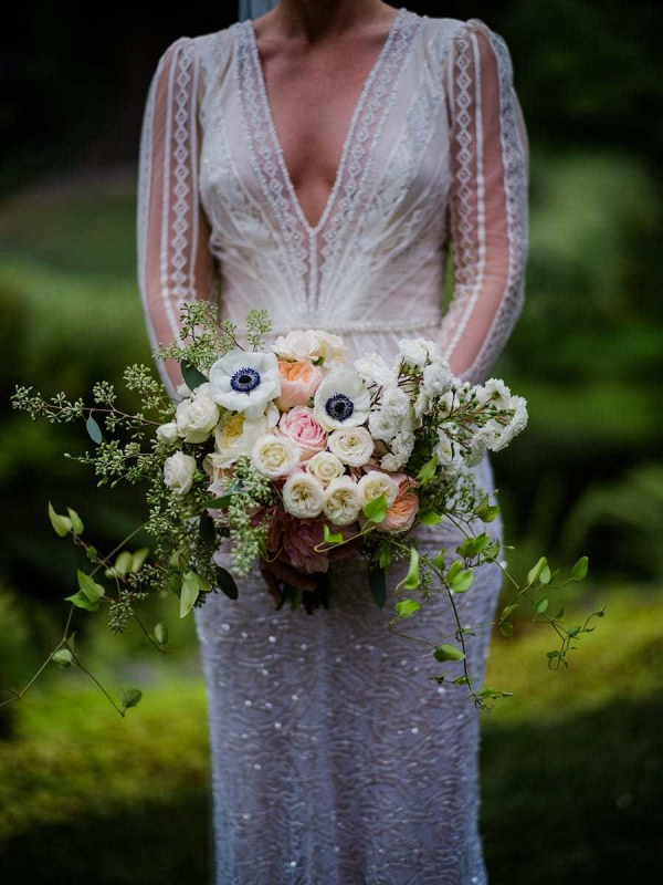 White and peach bridal bouquet