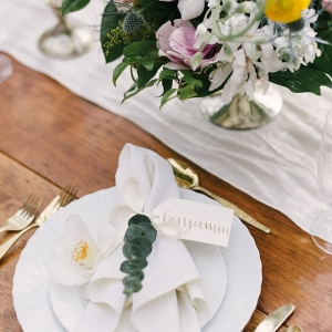 romantic place setting on Aisle Perfect