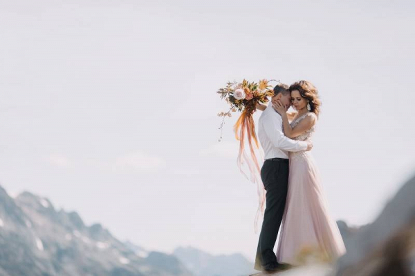 Edgy mountain elopement