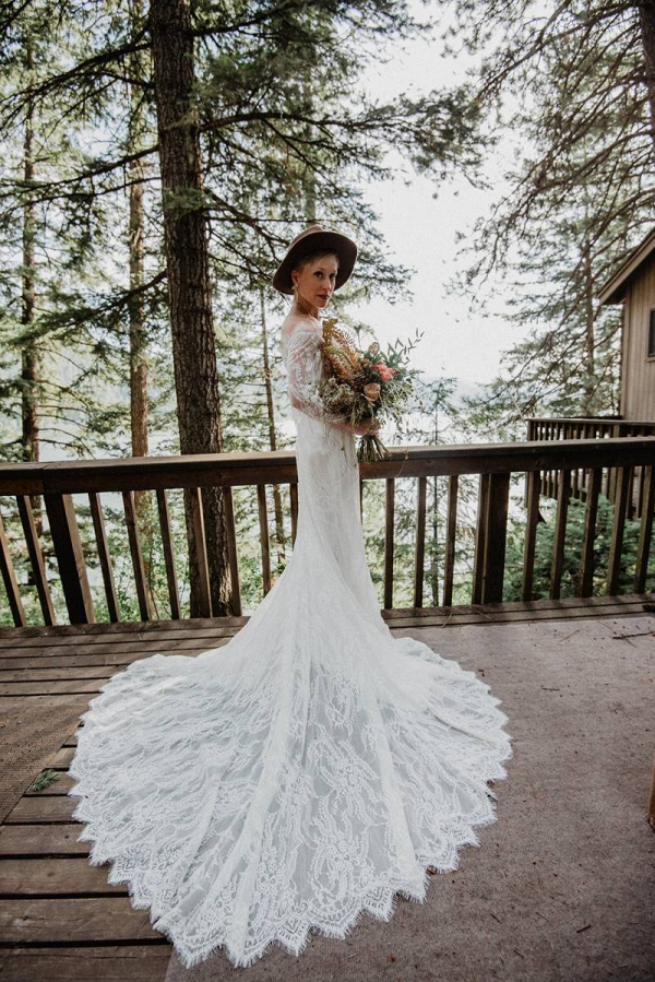 Scallop lace wedding dress