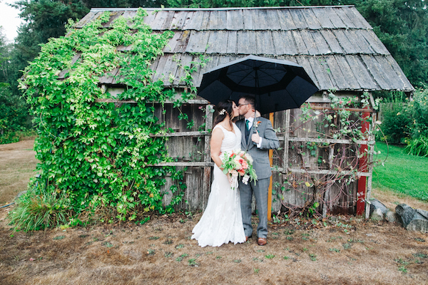 This Adorable Couple Made the Best of Their Rainy Day Wedding!