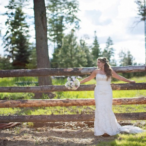 This Brides True Country Style Came Through in Her Wedding!