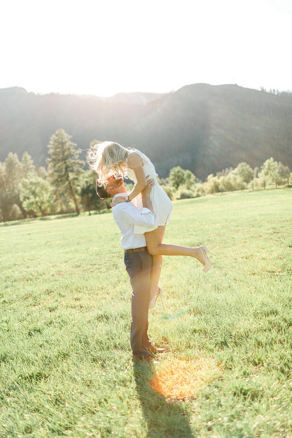This Super Romantic Leavenworth Engagement is Sunny Perfection!