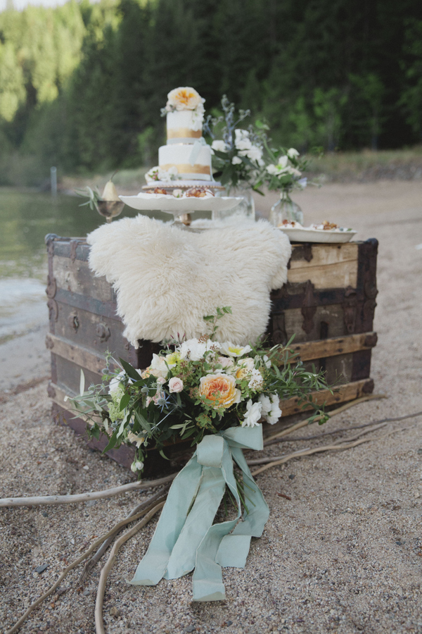 This Stunning Bouquet Is the Perfect Accent to A Dessert Display