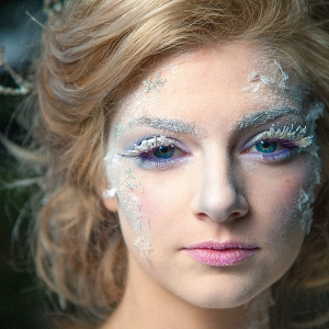 Bride with Exquisite Icy Makeup Artistry
