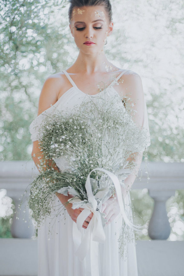Delicate and Simplistic Bridal Bouquet