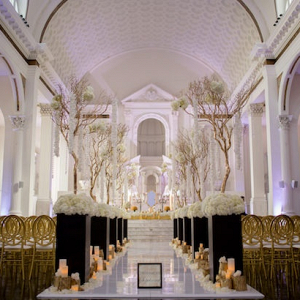 Glam ceremony decor