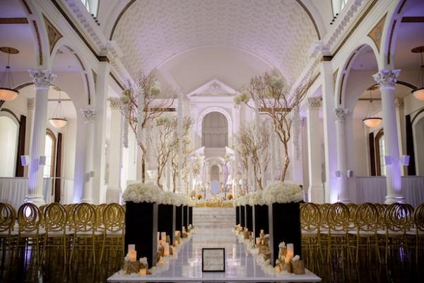 Glam ceremony decor