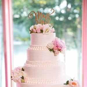 white wedding cake on Belle the Magazine