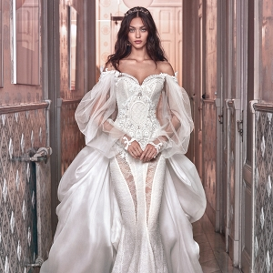 Sweetheart neckline wedding dress on Belle the Magazine