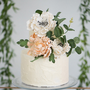 Buttercream cake with sugar flowers