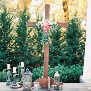 Outdoor ceremony decor