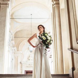 Greek meets modern bride