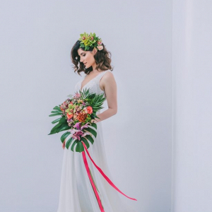 Modern tropical bride
