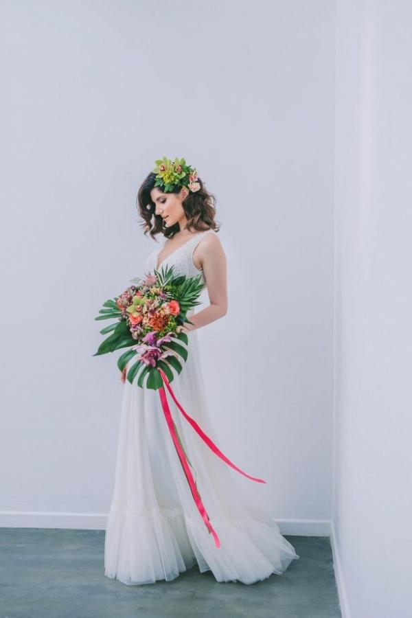 Modern tropical bride