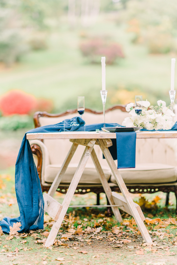 bloved-wedding-blog-modern-blue-white-midsummer-nights-dream-wedding-hyde-estate-ioana-porav-29