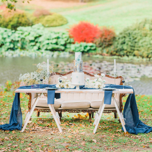 A blue and white colour palette for this modern romantic table setting