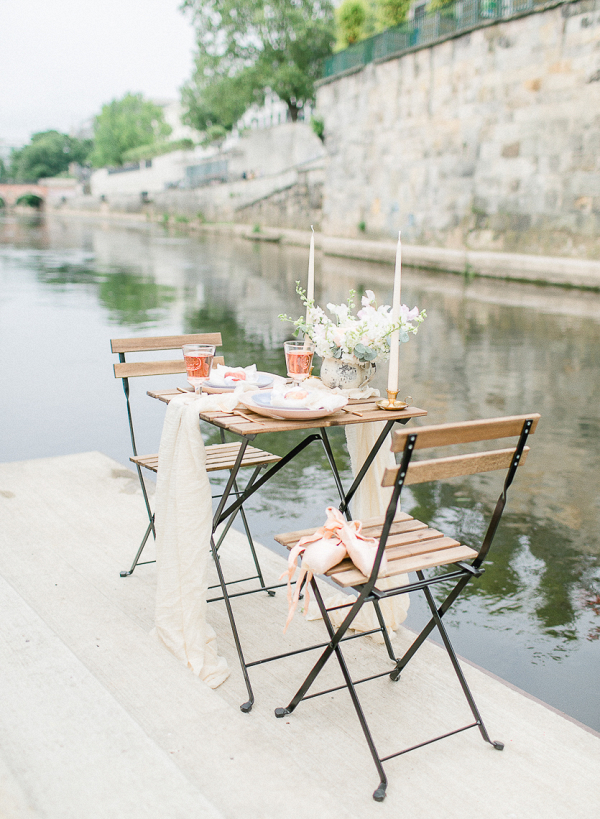 The intimate tablesetting for this ballet inspired wedding