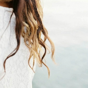 Loose beach curls for this Ibiza Bohemian Bridal look