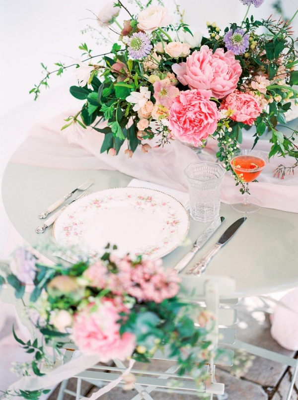 table setting with beautiful floral centrepiece