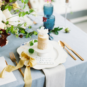 Elegant table setting of the Art of Styling workshop with blue linens and small wedding cakes