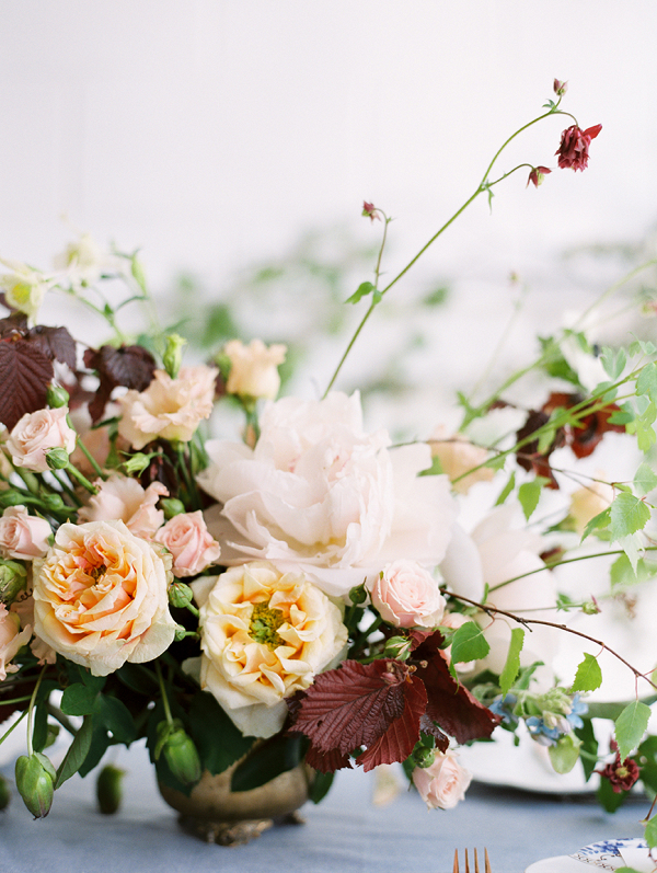 Fine Art floral centrepiece by Bo Boutique and captured by Hannah Duffy Photography